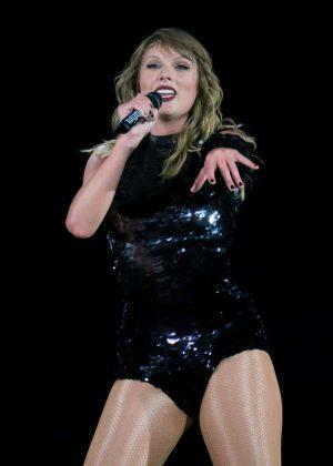 Taylor Swif- Performs at Reputation Tour in Pasadena