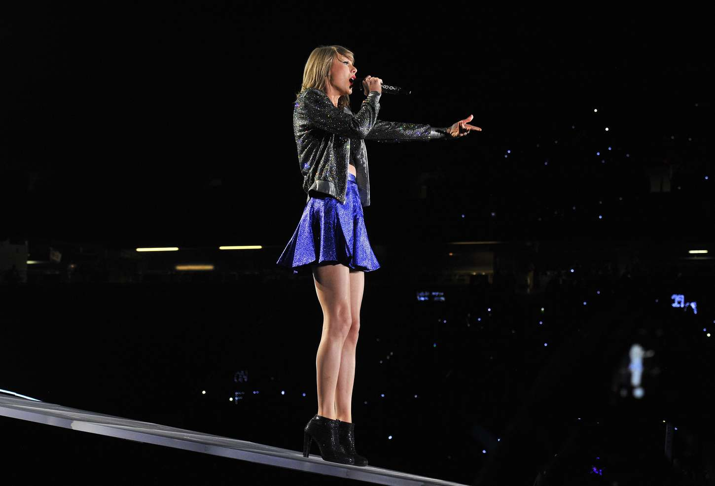 taylor swift performs in detroit 22 gotceleb