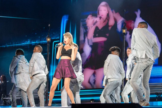 Taylor Swift: 1989 World Tour in Illinois -03