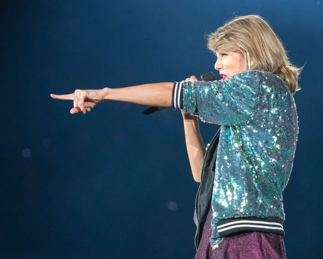 Taylor Swift: 1989 World Tour in Illinois -05