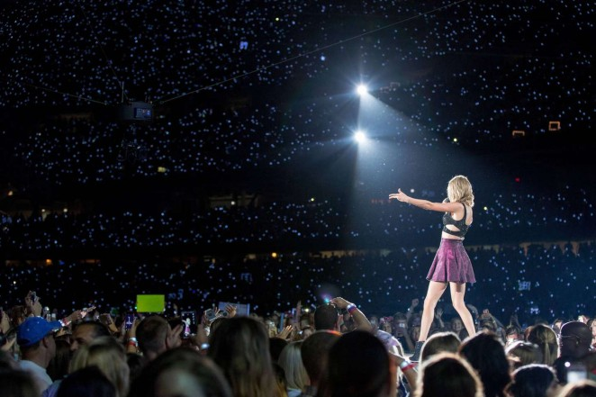 Taylor Swift: 1989 World Tour in Illinois -07
