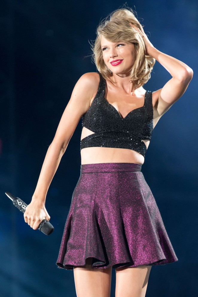 Taylor Swift: 1989 World Tour in Illinois -09