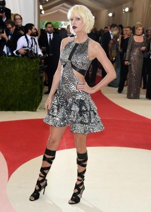 Taylor Swift - 2016 Met Gala in NYC