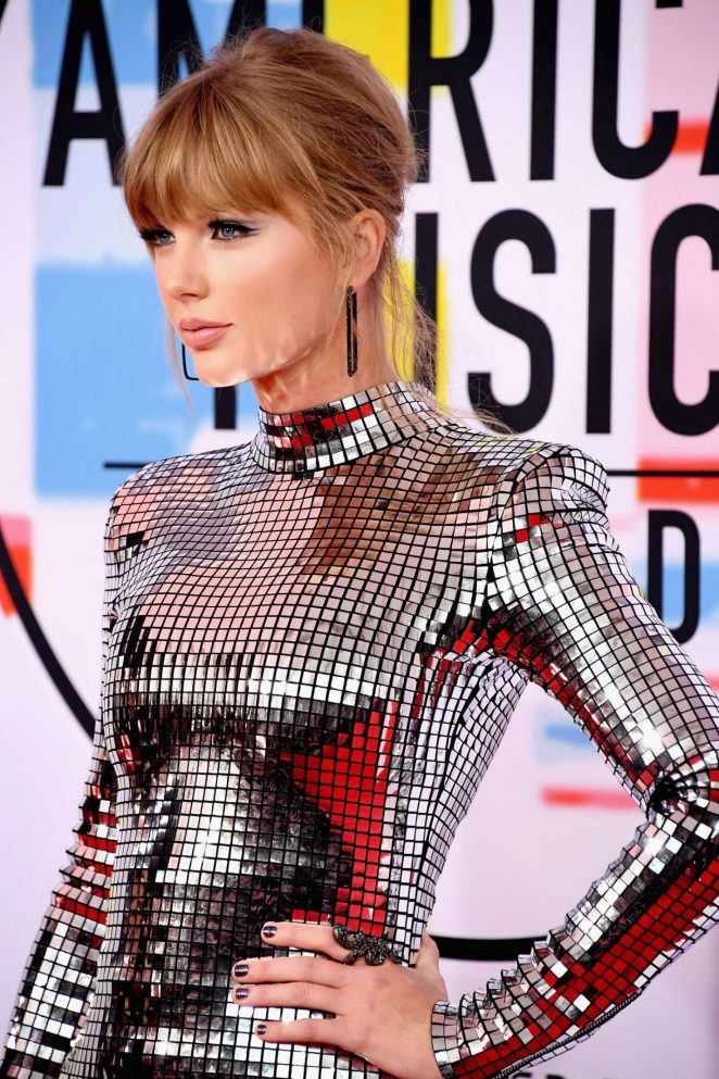 Taylor Swift: 2018 American Music Awards -07
