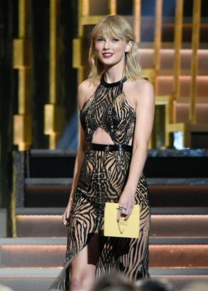 Taylor Swift - 50th Annual CMA Awards in Nashville