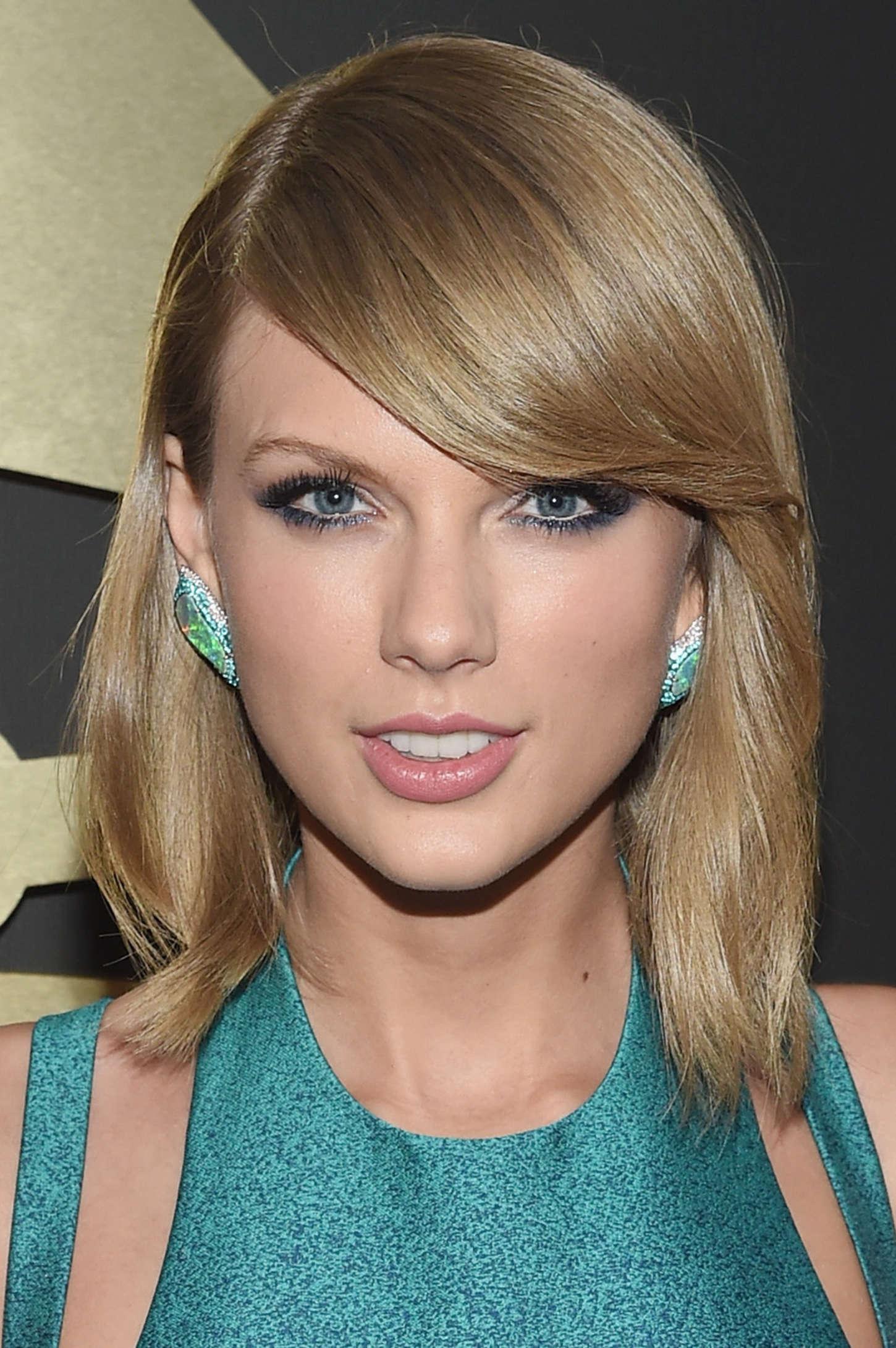 Taylor Swift 2015 Grammy Awards 01 Gotceleb