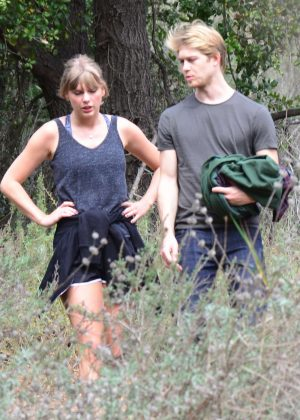 Taylor Swift and Joe Alwyn - Enjoy a scenic hike in Malibu