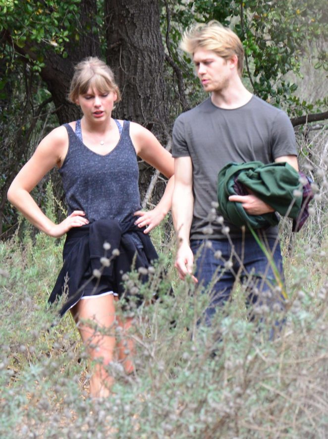 Taylor Swift and Joe Alwyn - Enjoy a scenic hike in Malibu