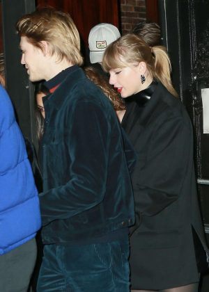 Taylor Swift and Joe Alwyn - Night out in New York
