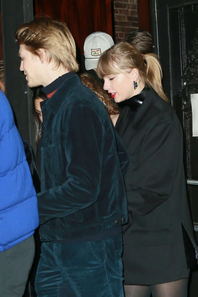 Taylor Swift and Joe Alwyn – Night out in New York