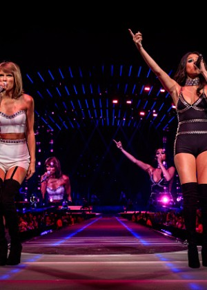 Taylor Swift and Selena Gomez: Performs in Los Angeles -05