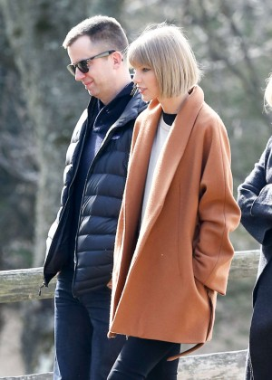 Taylor Swift - Arrives in Reading