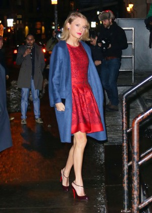 Taylor Swift - Arriving at her apartment in NYC