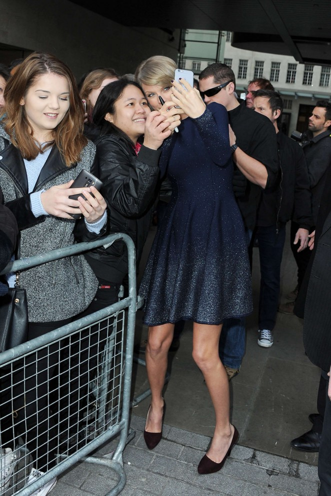 Taylor Swift: BBC Radio 1 Studios -01