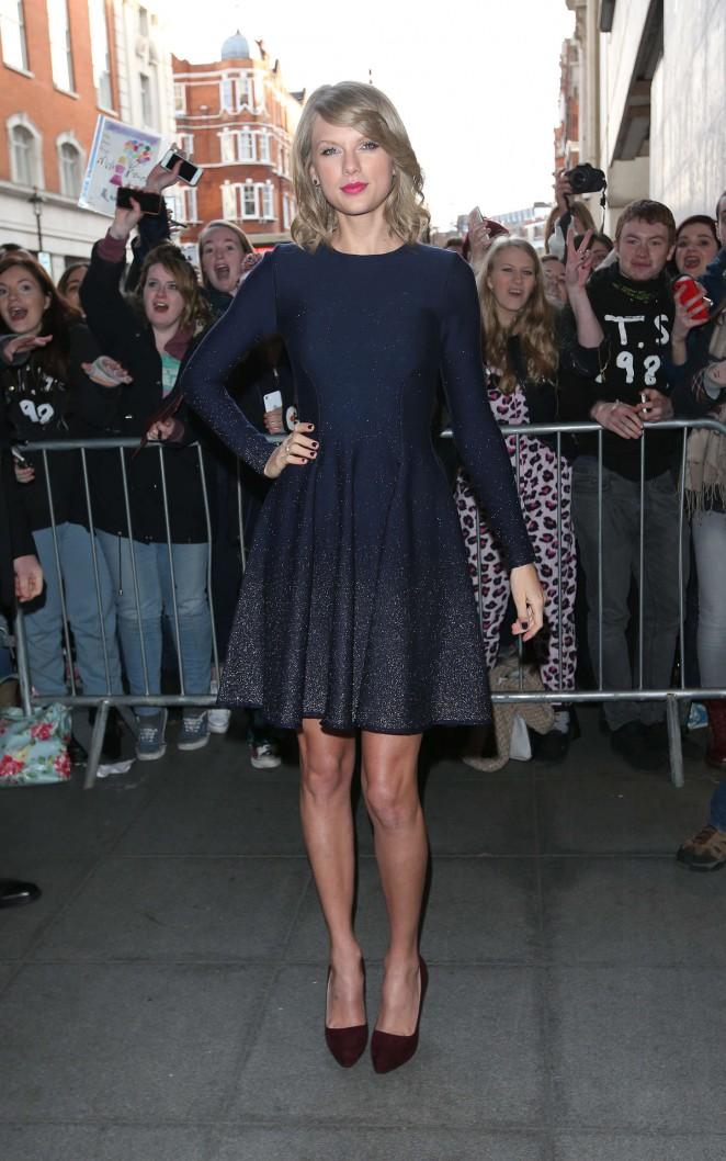 Taylor Swift: BBC Radio 1 Studios -04