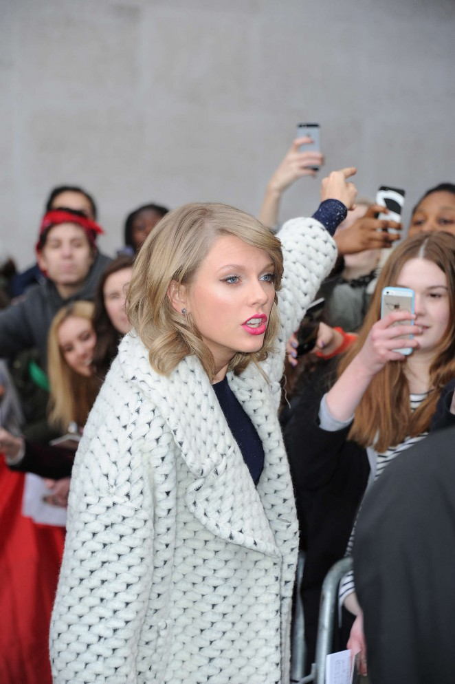 Taylor Swift: BBC Radio 1 Studios -10
