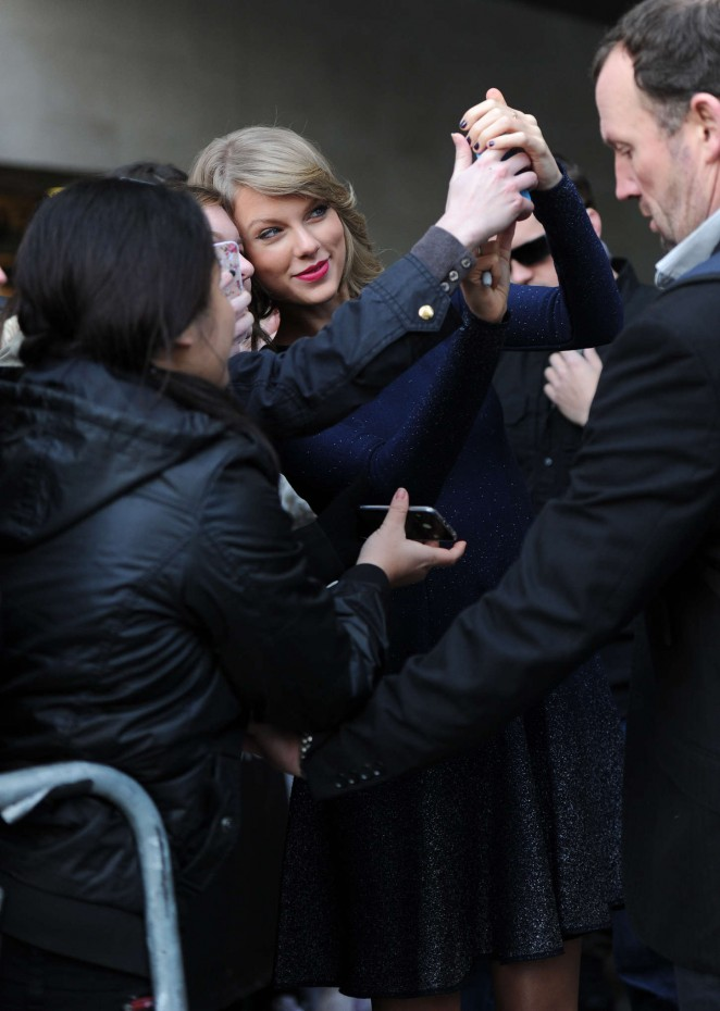 Taylor Swift: BBC Radio 1 Studios -11