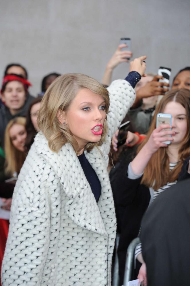 Taylor Swift: BBC Radio 1 Studios -29