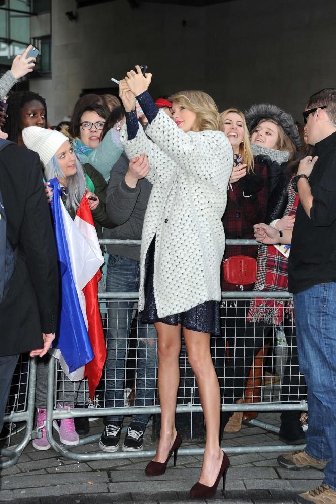 Taylor Swift: BBC Radio 1 Studios -35