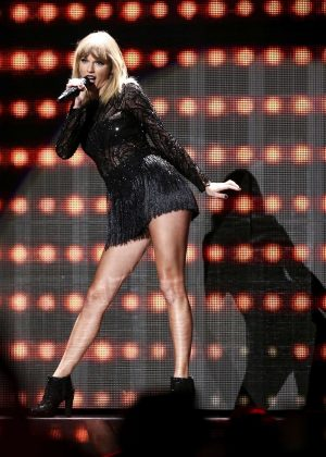 Taylor Swift - DIRECTV NOW Super Saturday Night Concert in Houston