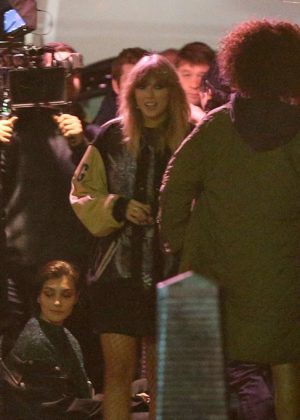 Taylor Swift - Films her new music video at a kebab shop in London