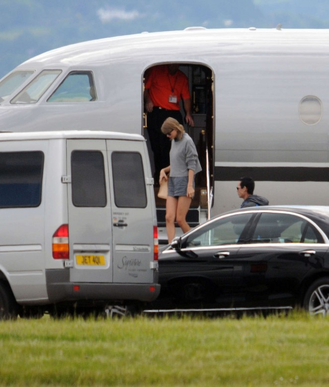 Taylor Swift in Shorts at Glasgow Airport -01