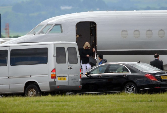 Taylor Swift in Shorts at Glasgow Airport -14