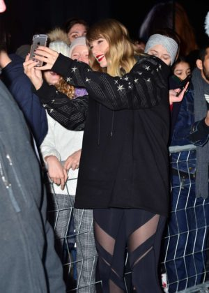 Taylor Swift - Heads to her album pop up shop at South Street Seaport in NYC