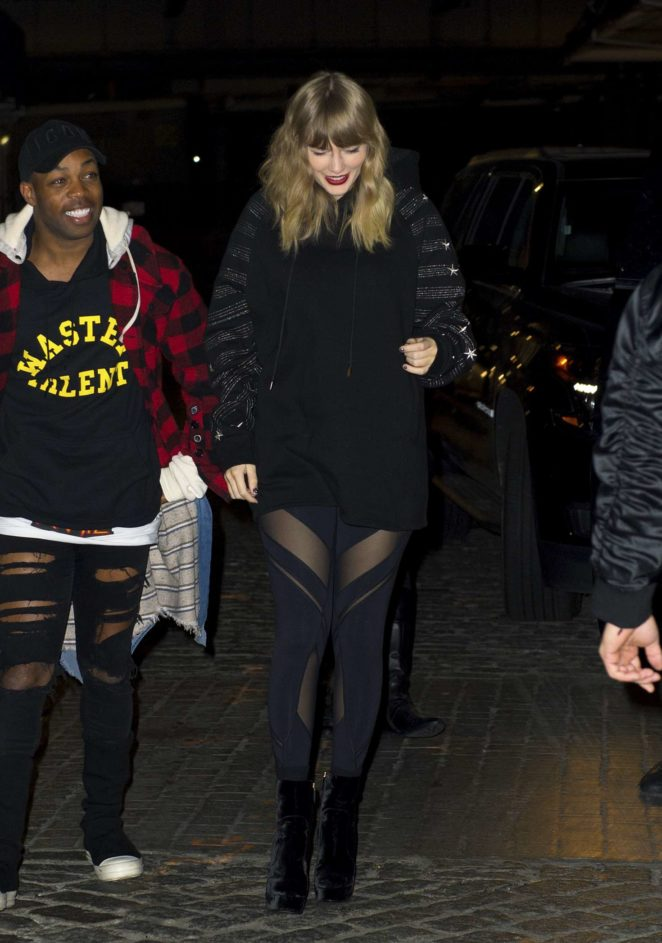 Taylor Swift: Heads to her album pop up shop at South Street Seaport -12