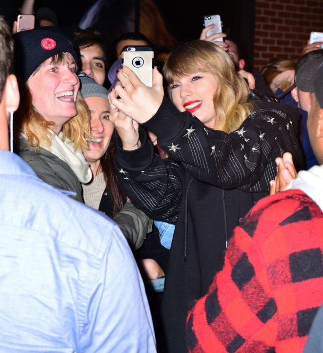 Taylor Swift: Heads to her album pop up shop at South Street Seaport -14