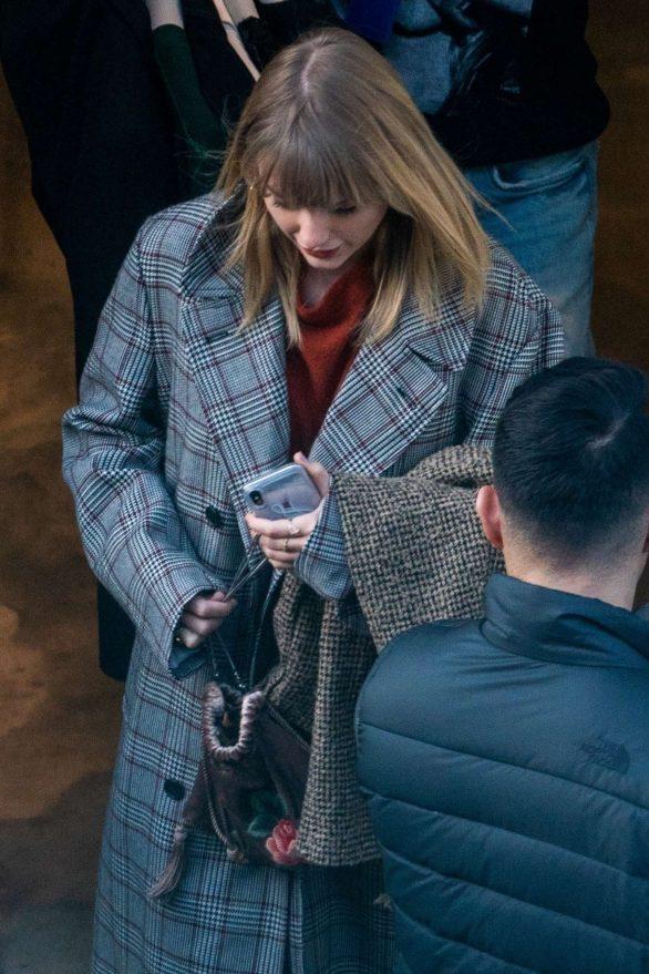 Taylor Swift - Heads to meet fashion designer Stella McCartney in London