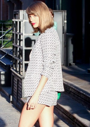 Taylor Swift Show Her Legs out in NYC