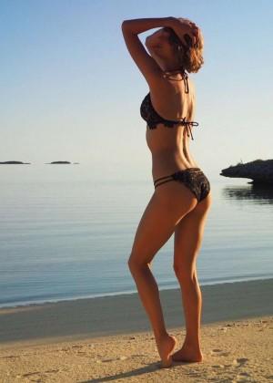 Taylor Swift in Bikini - Instagram