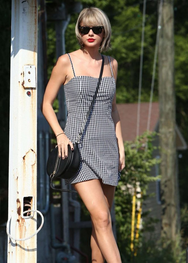 Taylor Swift – In Mini Dress out in Nashville