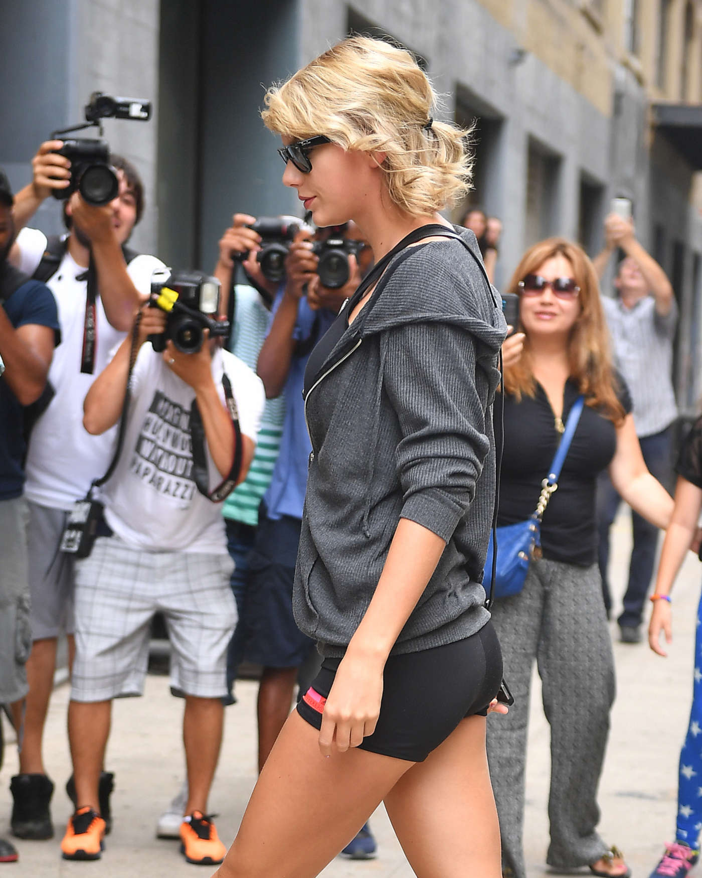 Taylor Swift Booty In Tiny Shorts 02 Gotceleb