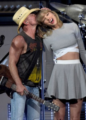 Taylor Swift - Kenny Chesney's 'The Big Revival' Tour in Nashville