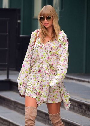 Taylor Swift - Leaves her Home in New York City