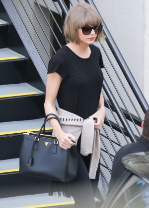 Taylor Swift - Leaving a doctor's office in Beverly Hills
