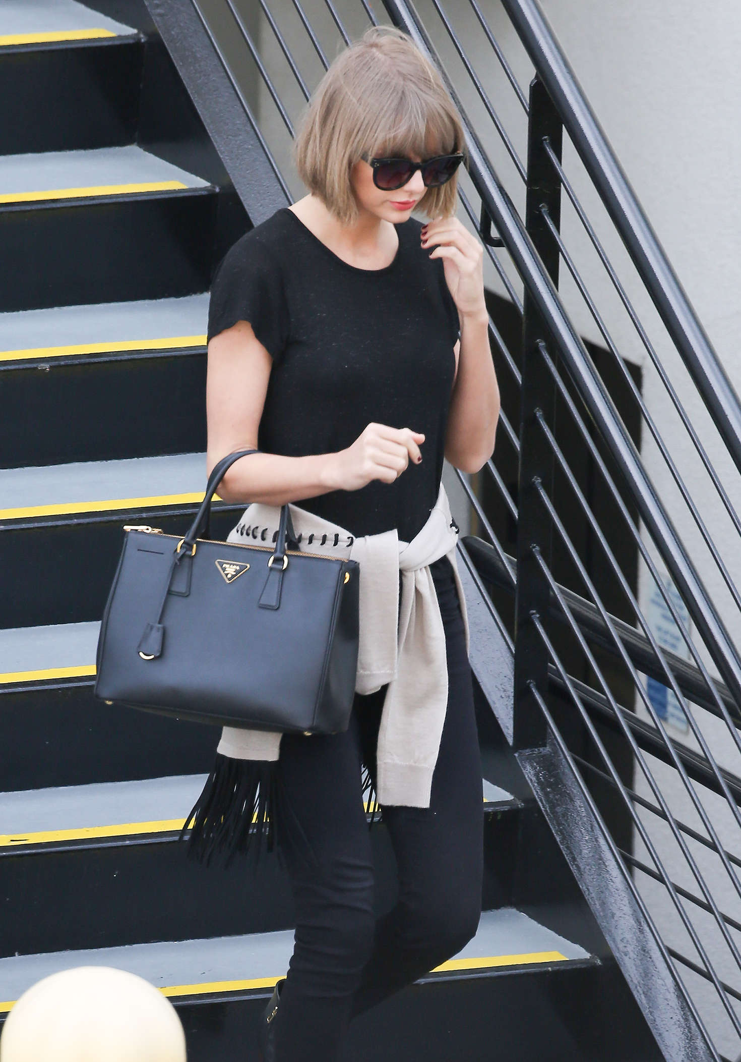 Taylor Swift 2016 : Taylor Swift: Leaving a doctors office -04