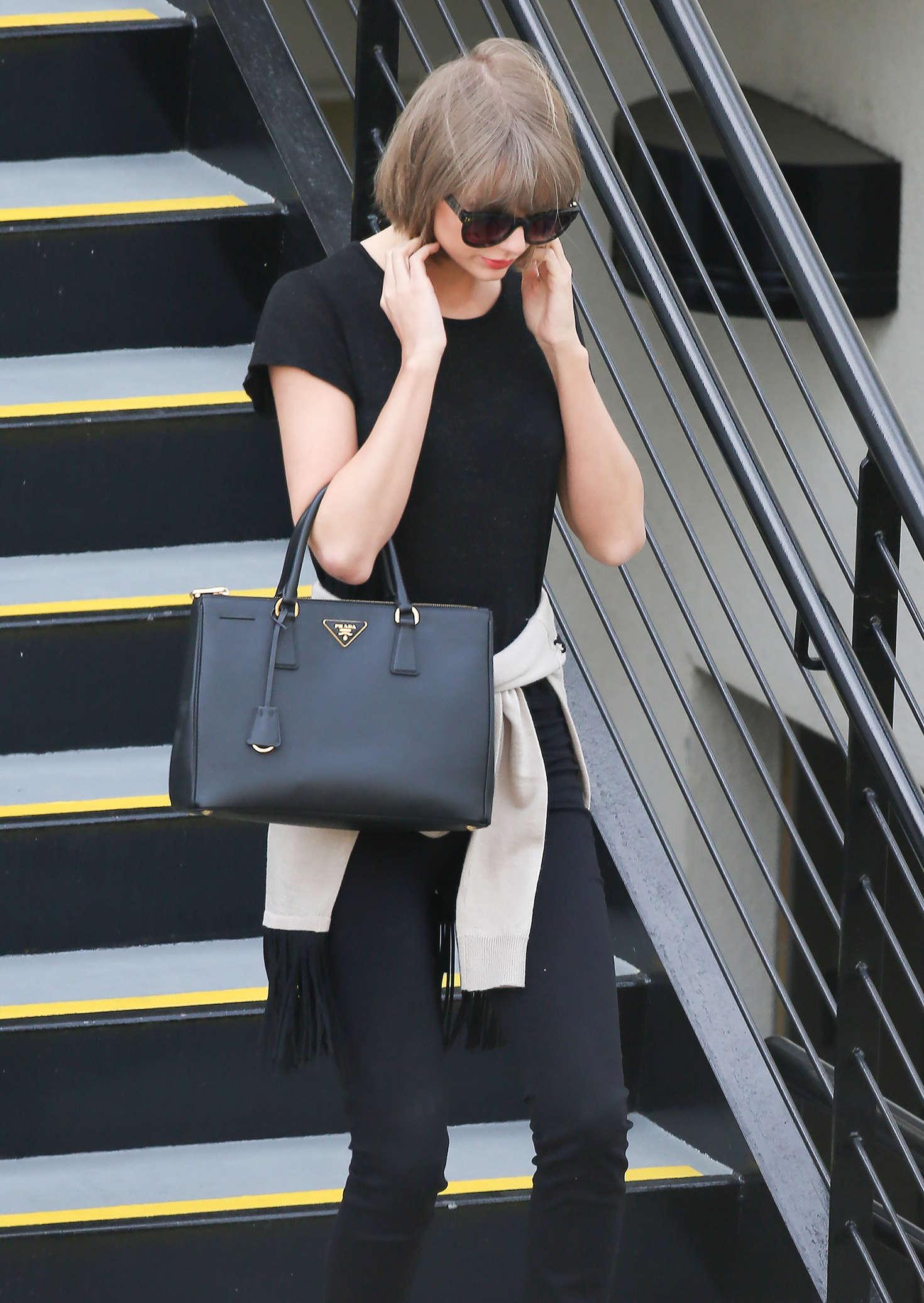 Taylor Swift 2016 : Taylor Swift: Leaving a doctors office -10