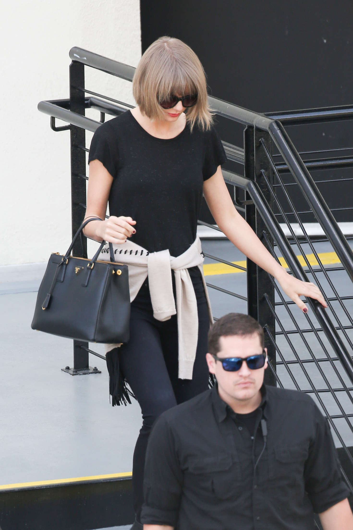 Taylor Swift 2016 : Taylor Swift: Leaving a doctors office -12