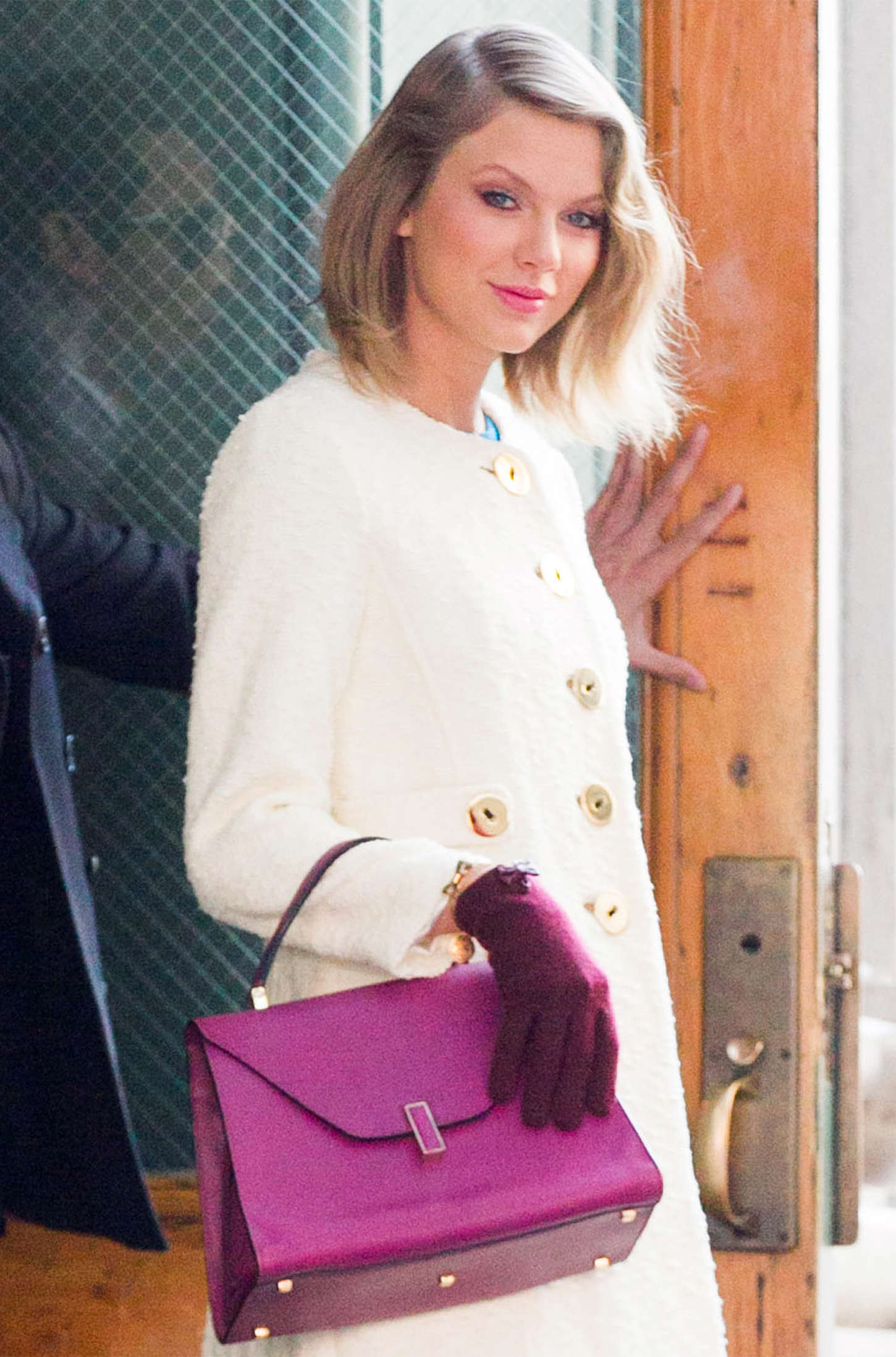 Taylor Swift - Leaving her Apartment in NYC