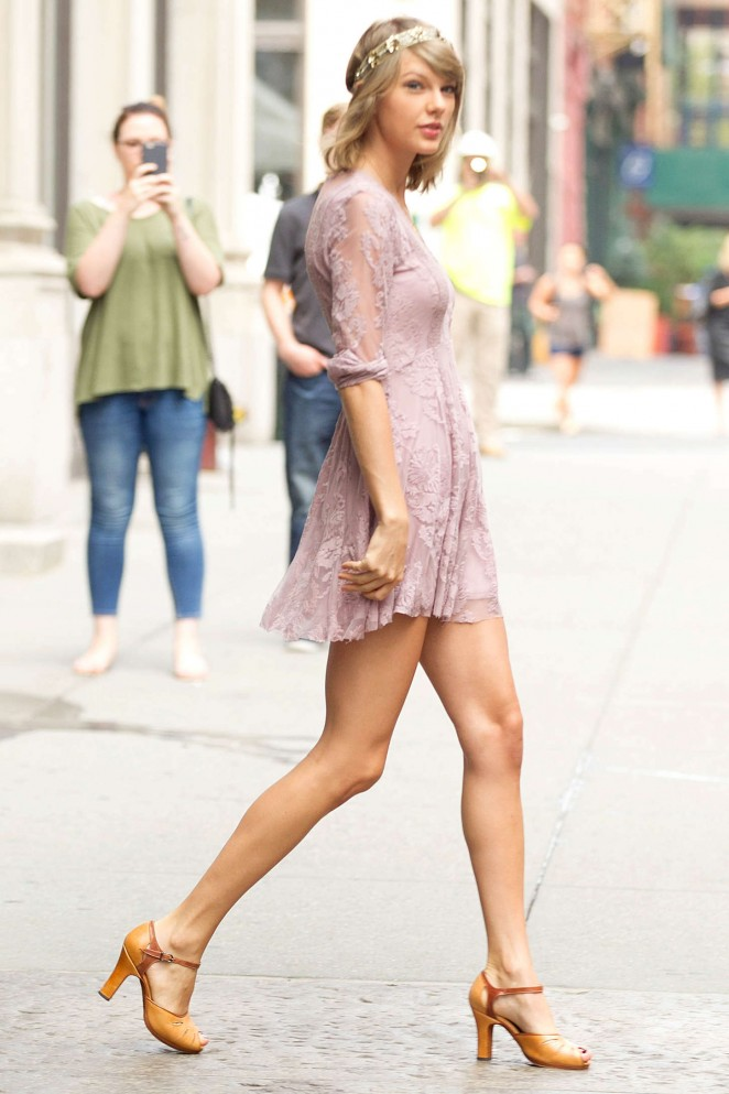 Back to post Taylor Swift – Leaving her apartment in NYC