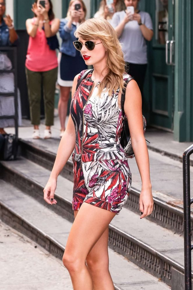 Taylor Swift – Leaving her New York City apartment