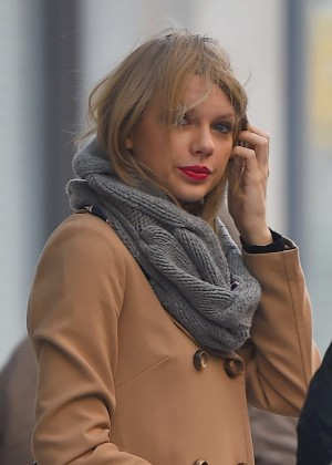 Taylor Swift Leaving her NYC Apartment