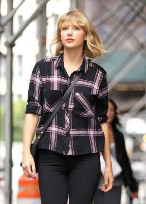 Taylor Swift Leaving her TriBeCa Apartment in NY