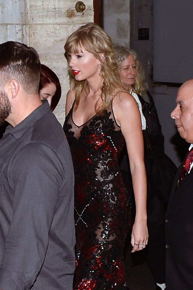 Taylor Swift - Leaving Lincoln Center in New York City