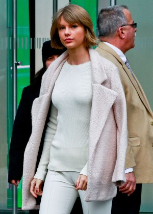 Taylor Swift - Leaving Vogue's office in NYC