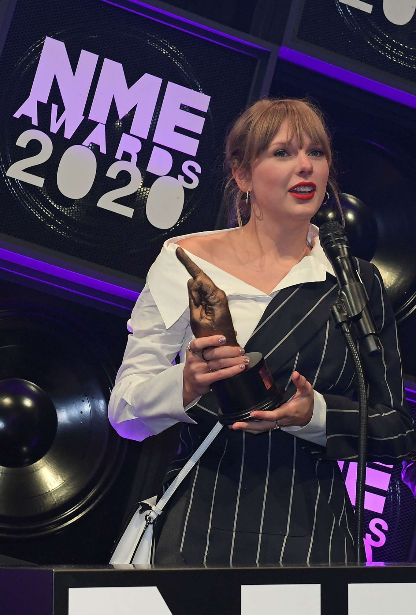 Taylor Swift 2020 : Taylor Swift – NME Awards 2020 in London-12