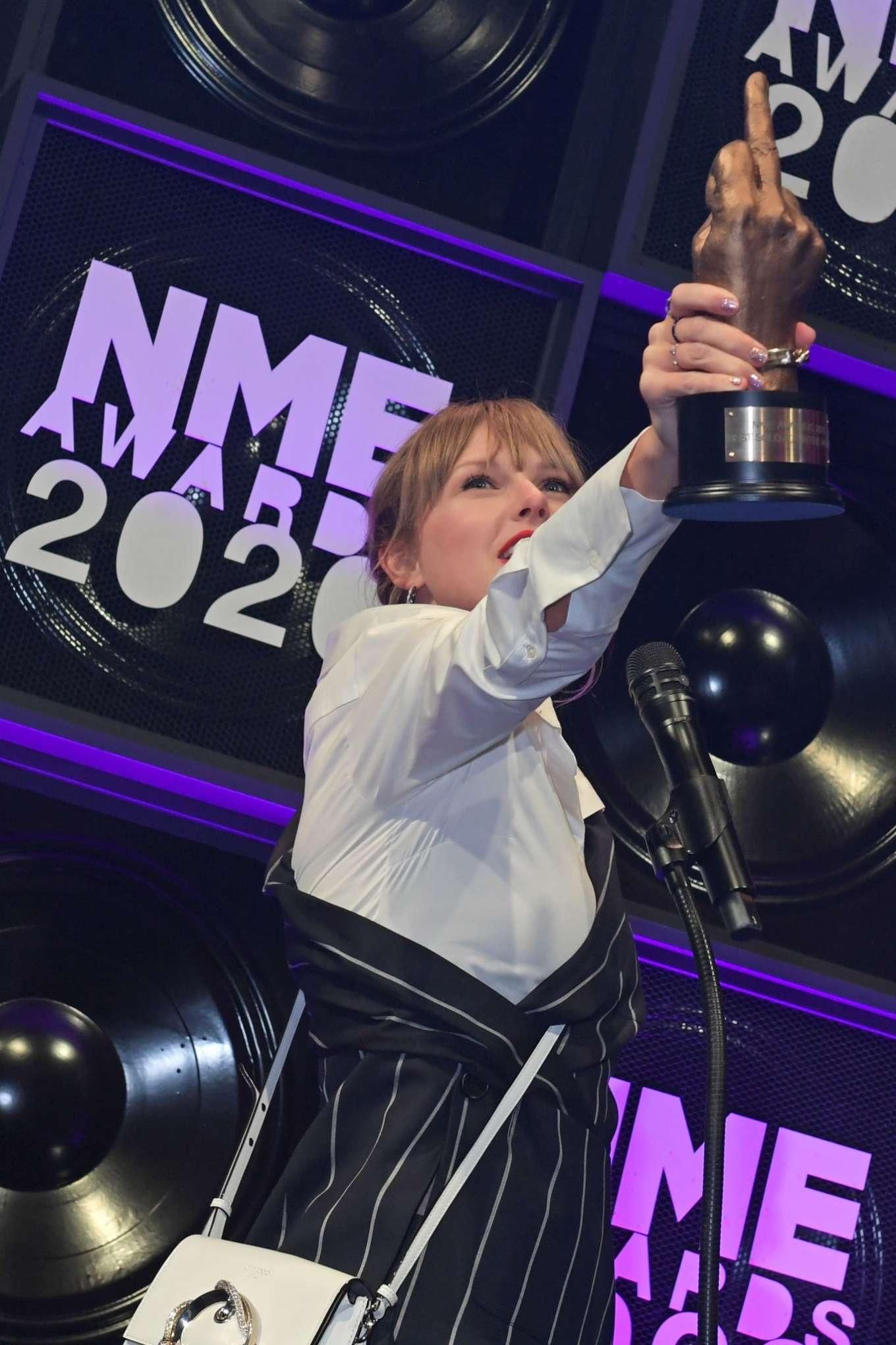 Taylor Swift 2020 : Taylor Swift – NME Awards 2020 in London-15